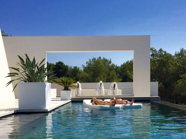 Mr Blue Sky floating pool Loungers